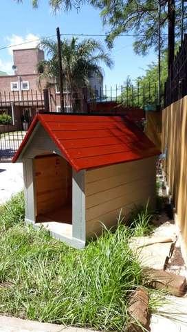 Casas de madera reforzadas, encoladas, atornilladas y pintadas, aptas para intemperie.