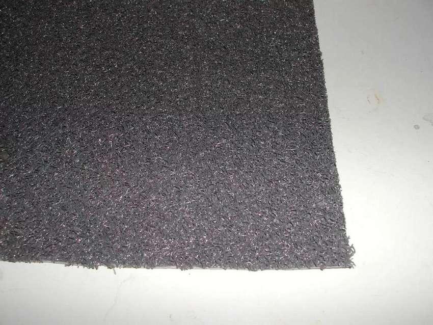 Alfombra Sintetica Gris Oscuro Esp 10 Mm - 1 M X 1,22 Ancho 0