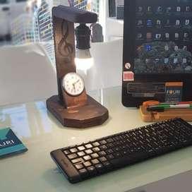 Velador artesanal de escritorio con reloj