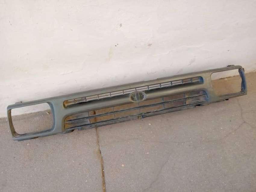 Parrilla Toyota Hilux 94-01