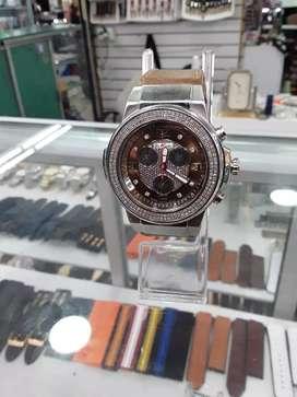 Hermoso reloj con diamantes marca JOE RODEO original.