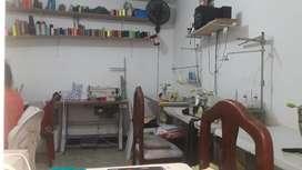 Se buscan operarias con experiencia para trabajar en taller.