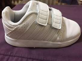 Zapatillas adidas unisex (niño/a) talla 26