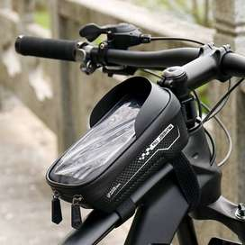 Porta herramienta celular para bici en el marco