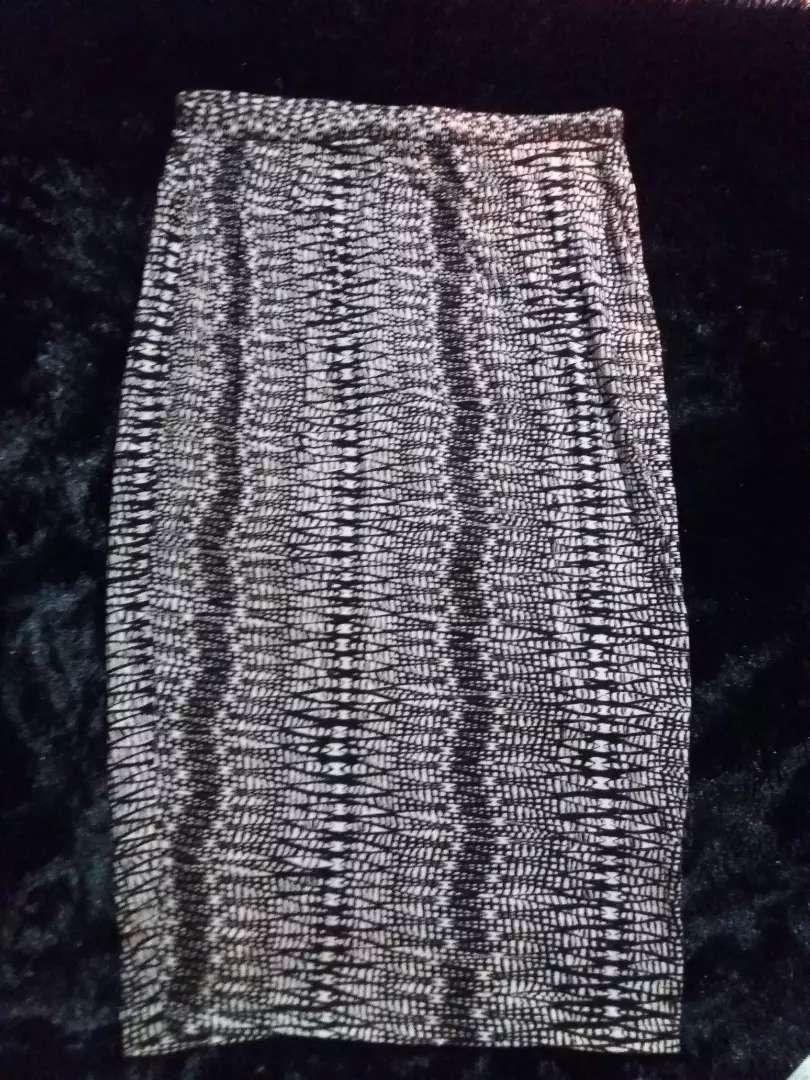 Vendo  falda talla XL Matty M americana