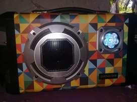Vendo radio marca panacom  semi nueva con bluetooth, radio y  pendray