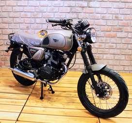 Hermosa moto Apolonia