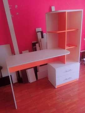 escritorio con librero