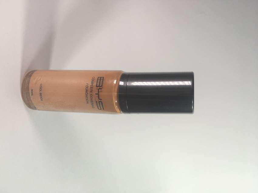 Base maquillaje BYS (cool beige)