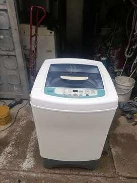 Vendo lavadora samsung de 18 libras garantía de 6 meses