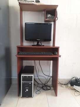 Vendo Computador Incluye La Mesa