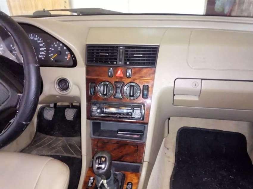 Mercedes Benz C200. 0
