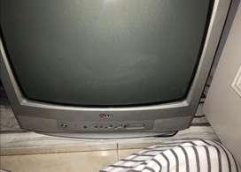 Vendo televisor LG en buen estado escucho ofertas