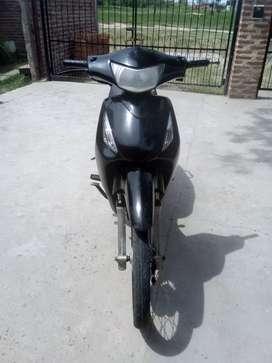 Vendo permuto Honda biz 125cc en muy buen estado y todos los papeles recibo sólo motos Honda o yamaha de mí interés .