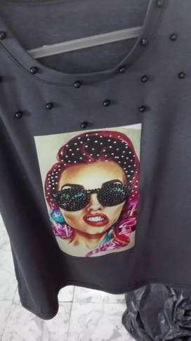 Se vende camisetas de moda