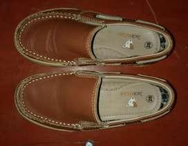 Zapatos y zapatillas de niño