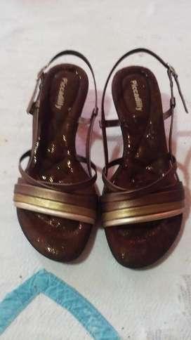 Sandalias usadas en buen estado