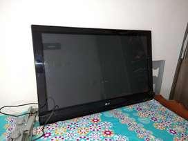 """TELEVISOR LCD 42"""" CON CONTROL REMOTO, BUEN ESTADO"""