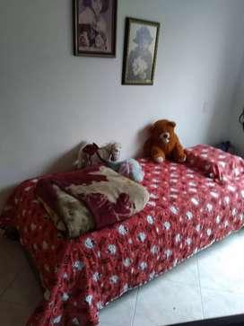 Colchón con cama en cedro blanco