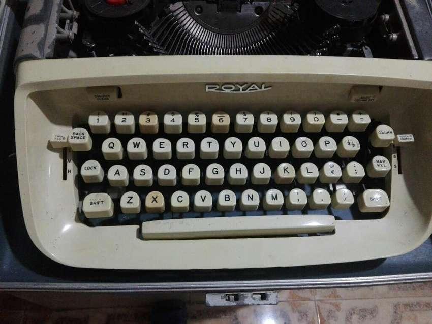 Maquina de Escribir antigua tinta de cinta 0