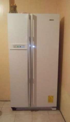 Refrigeradora grande Indurama
