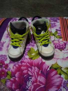 Zapato jordan color blanco  talla 31
