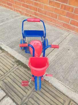 Triciclo doble en buen estado