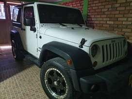 Se vende hermoso Jeep wranger sport 2013