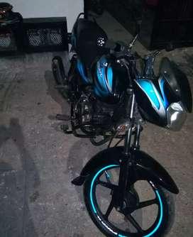 Vendo moto discover 100 modelo 2014 papeles al día hasta septiembre traspaso inmediato placas del valle