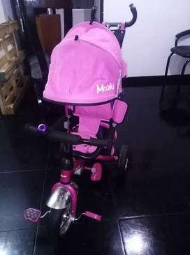 Se vende paseador de niña