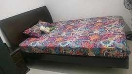 Cama + colchón + nochero