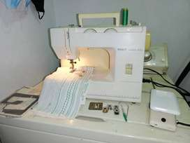 Maquina de coser PFAFF Hobby 420 automatica en buen estado