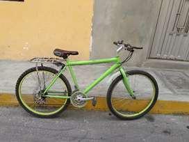 Vendo bicicleta seminueva aro 26 con parrilla