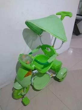 Triciclo paseador para bebé