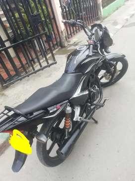 Moto UM Nitrox 125 único dueño