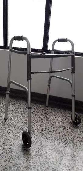 Se vende lindo caminador de ruedas ortopédico