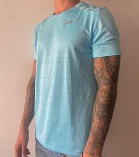 Camiseta deportiva marca Nike talla S