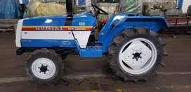 Tractor MITSUBISHI 22 HP, 4x4 semi nuevo