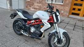 IMPECABLE MOTO BENELLI TNT 300 SEGUNDO DUEÑO SIN DETALLES  !GUARDADA SIEMPRE EN GARAGE CON FUNDA