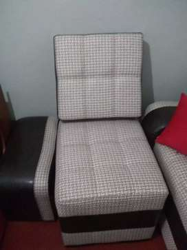 Vende muebles de sala 11 piezas nuevos motivo viaje de 2900 a 2200 precio tratar