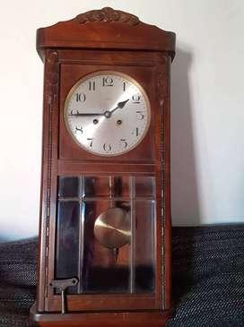 Reloj antiguo con péndulo KIENZLE