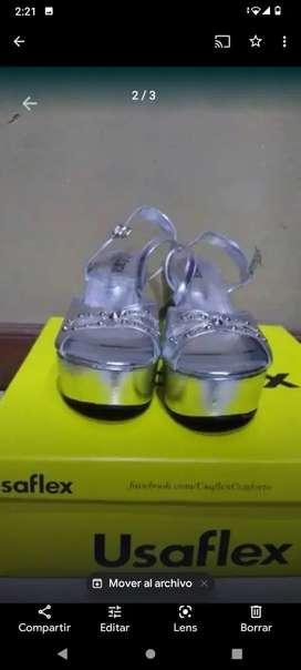 Sandalia gris  Y  zapato NEGRO DE GAMUZA