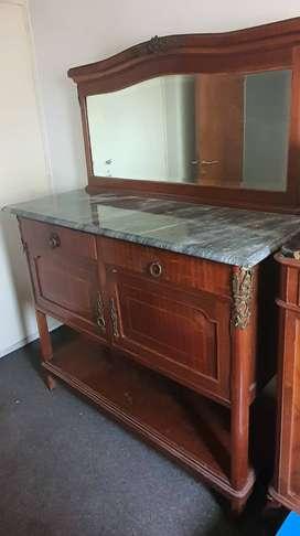 VENDO. Cómoda antigua con espejo