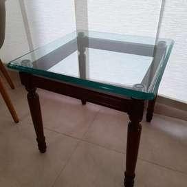 Mesa auxiliar nueva tapa de vidrio patas de madera