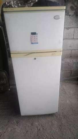 Refrigeradora. Para reparar perdió el gas. Tiene motor de 1/6 Esta en buenas condiciones