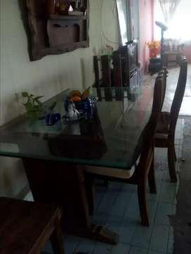 Sala y comedor en buen estado de madera