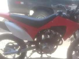 Se vende moto lineal en ocacion  modelo cros