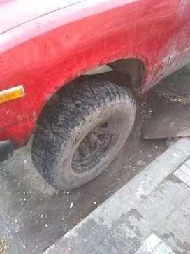 Camioneta con detalle funciona tengo los faltantes
