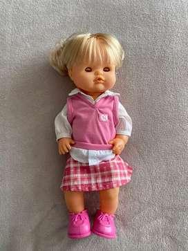 Muñeca nenuco estudiante.