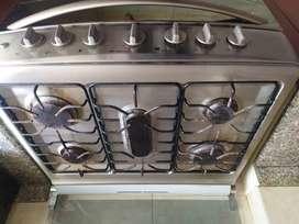 Cocina Mabe, 5 hornillas, gratindor y horno,  se remata por viaje